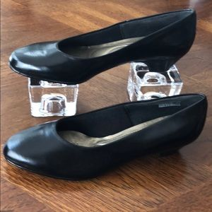 Soft Style HushPuppies Black Low Heel Size 10W
